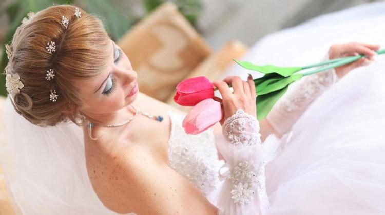 Какую прическу сделать на свадьбу